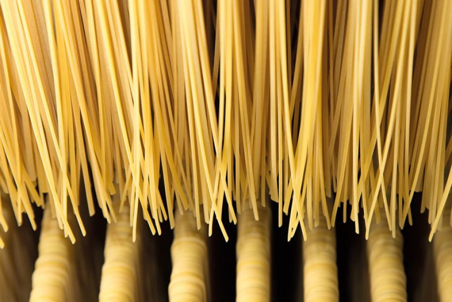 Long-cut pasta: guide to the correct rods release