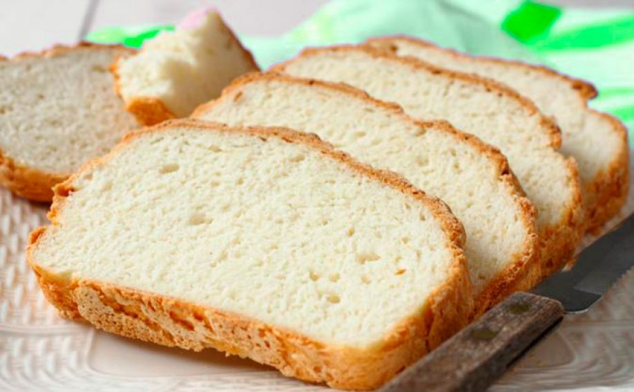 Using rice flour to produce gluten free bread without additives