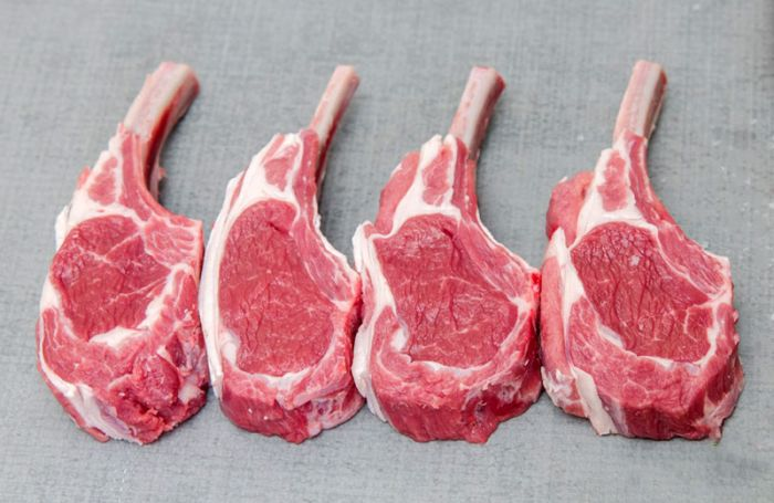 Sprayed bioactive fruit extracts against protein oxidation in lamb cutlets
