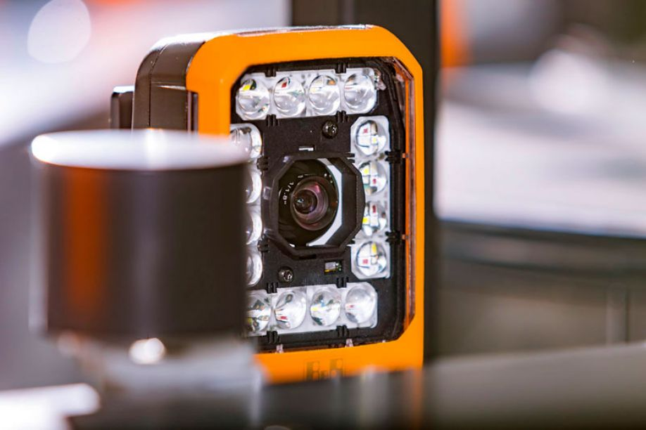 The Smart Camera makes it easy to combine multiple machine vision functions in real time.